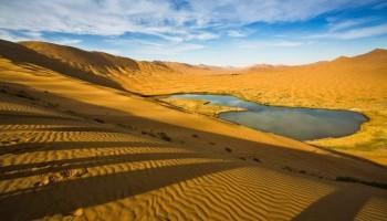 I misteriosi laghi del Deserto del Badain Jaran in Cina