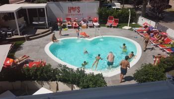 Hotel Sabrina di Rimini, l'albergo con la piscina a forma di cuore