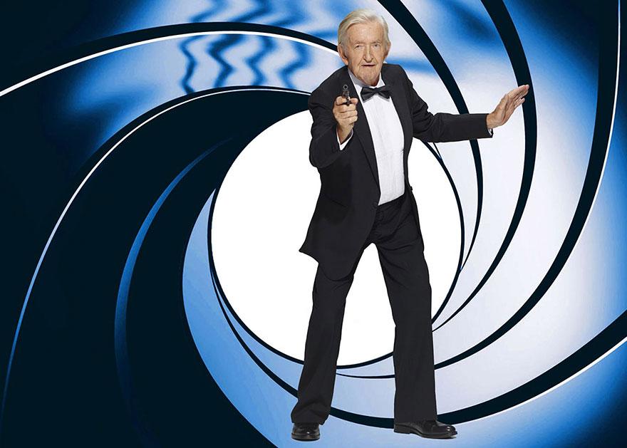 James Bond con anziani