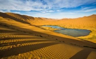Lago del deserto del Badain Jaran