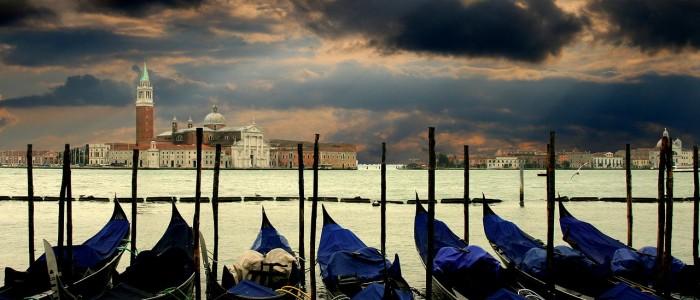 Panorama di gondole a Venezia